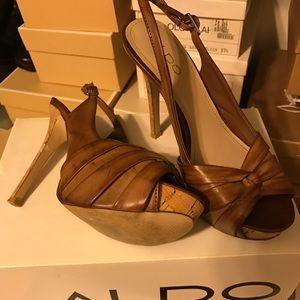 Cognac/brown pump heels !!